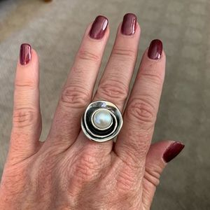 Lily pearl ring